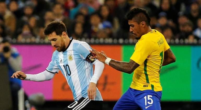 Messi-Paulinho-2017-Brasil-Argentina.jpg