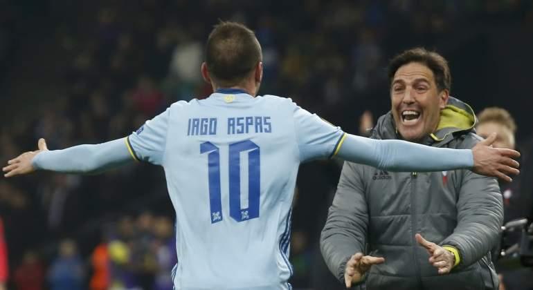 Aspas celebrando con Berizzo un gol ante el Krasnodar (Foto: Reuters).