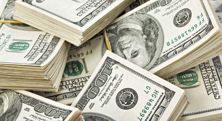 Baja de cobre impulsa  cotización del dólar frente al peso chileno