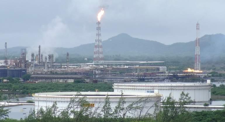 Para labores refinería de Pemex en Oaxaca debido a daños por sismo