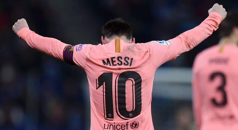 messi-2018-rosa-espaldas-getty.jpg