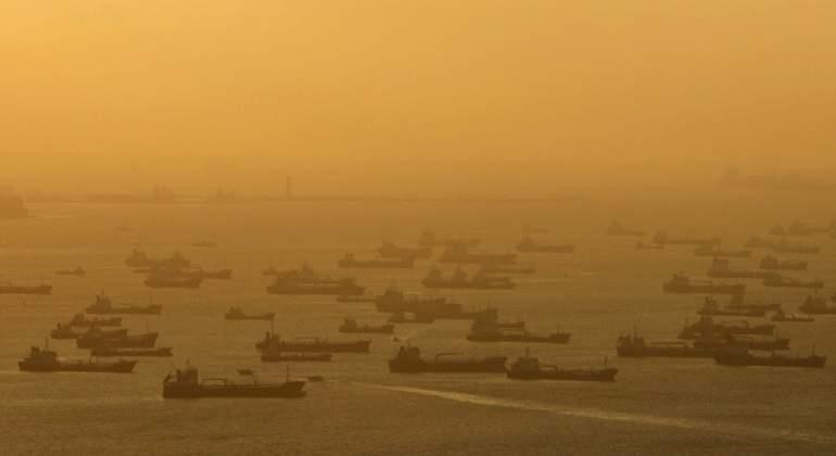 El petróleo Brent baja un 0,97 % y cierra en 46,91 dólares