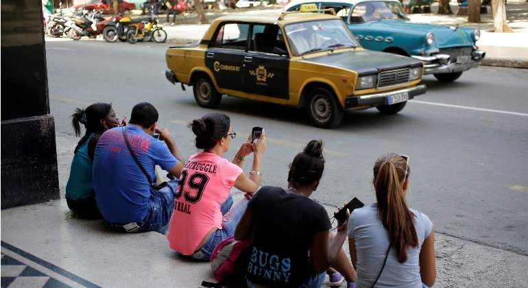 cuba-movil-reuters.jpg