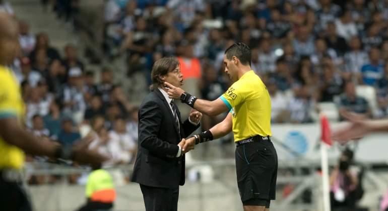 Almeyda, suspendido dos juegos tras expulsión en Monterrey