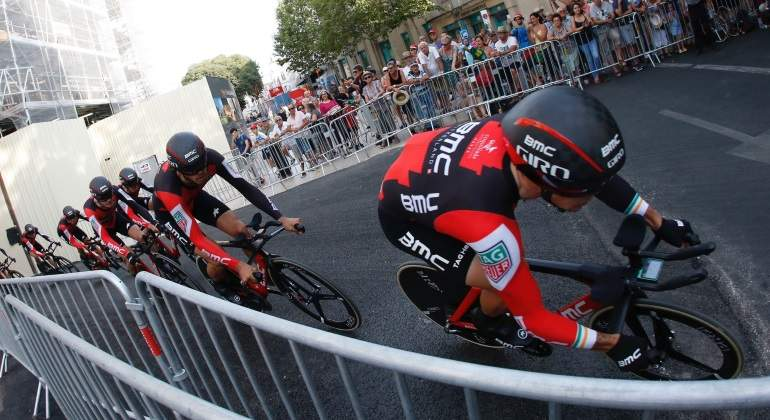 Lutsenko brilla, Contador ve la luz y Froome se reafirma