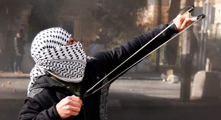 palestino-enfrenta-israel-efe.jpg