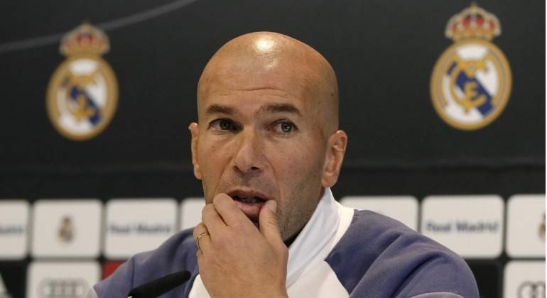 Zidane-RP-rasca-barbilla-2017-efe.jpg