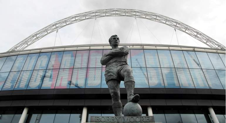 wembley-estatua-bobby-moore-reuters.jpg