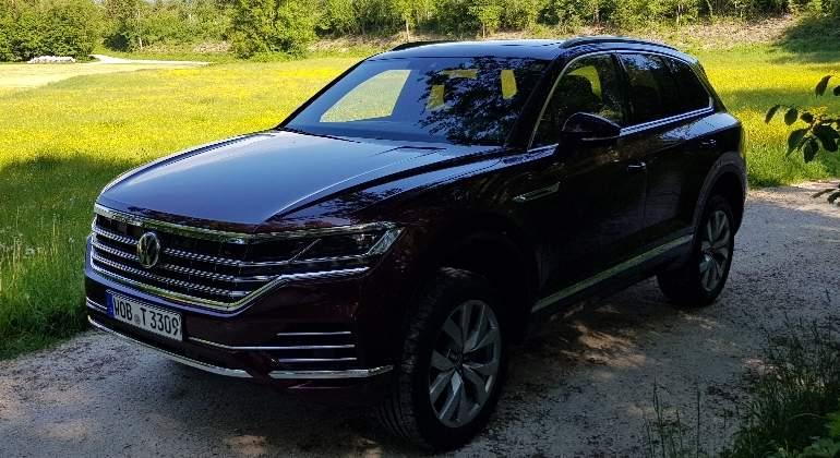 volkswagen-touareg-2018-1.jpg
