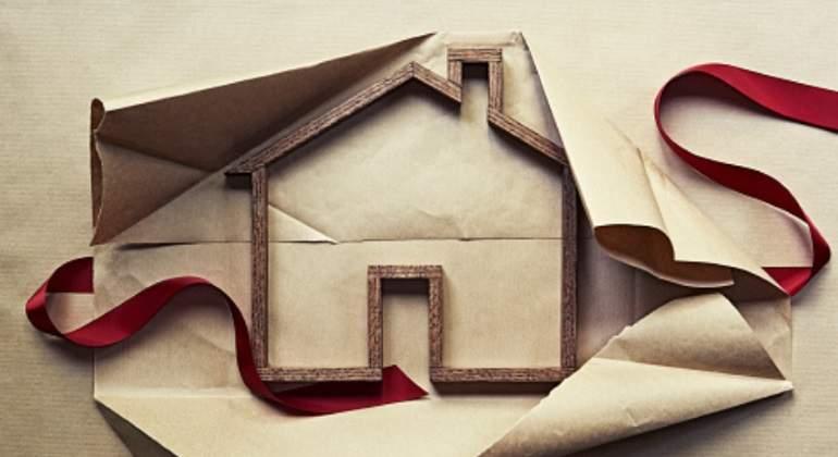 La banca reduce del medio billón las hipotecas por primera vez en 13 años
