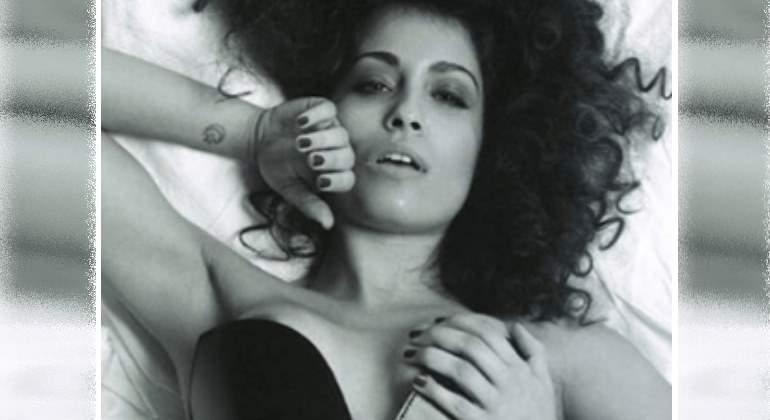 abouk-desnuda-espejo770.jpg