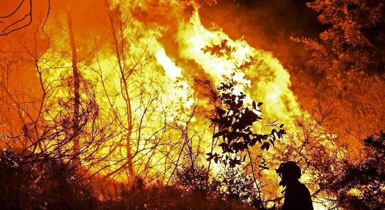 incendio-portugal-galicia-twitter-770x420-efe.jpg