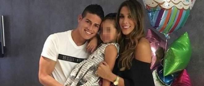 James Rodríguez felicita a su mujer tras un año convulso