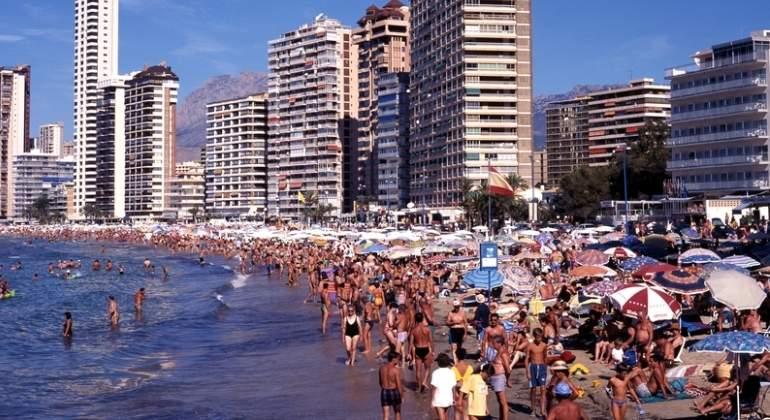 benidorm-playa-turistas-dreams.jpg