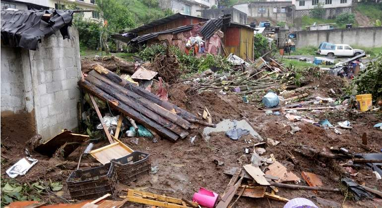 Tormenta Earl provoca deslave de un cerro en Puebla