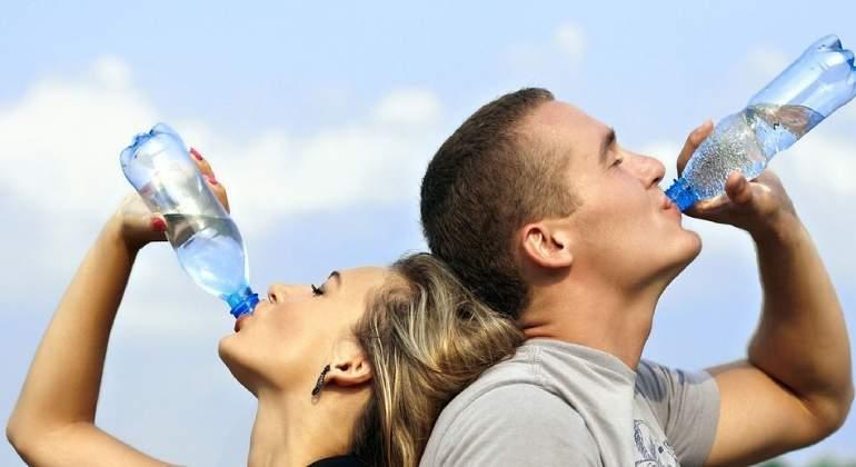 agua-botellas-personas-770x420-pixabay.jpg