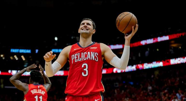 mirotic-pelicans-warriors-usatoday.jpg