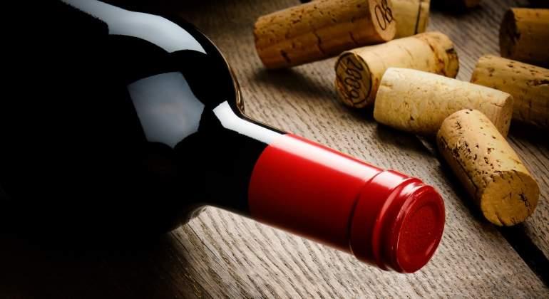 vino-botella-corchos-dreamstime.jpg
