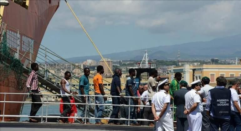 inmigrantes-barco-28abril-770x420-efe.jpg