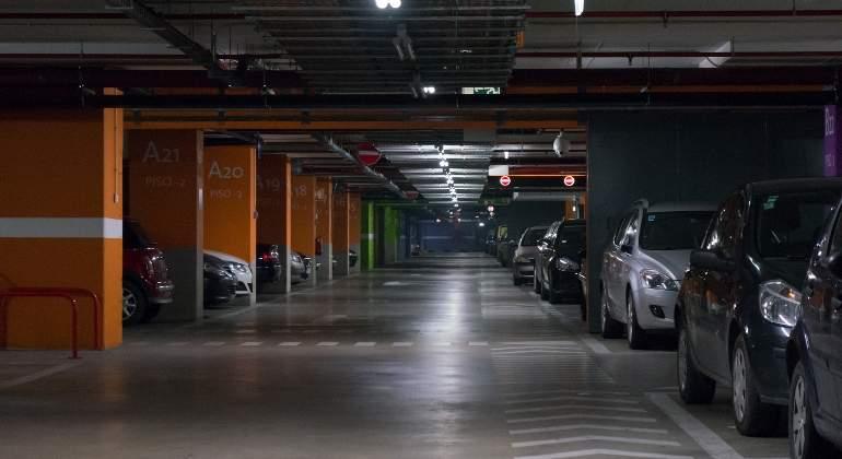 parking-dreamstime-02.jpg