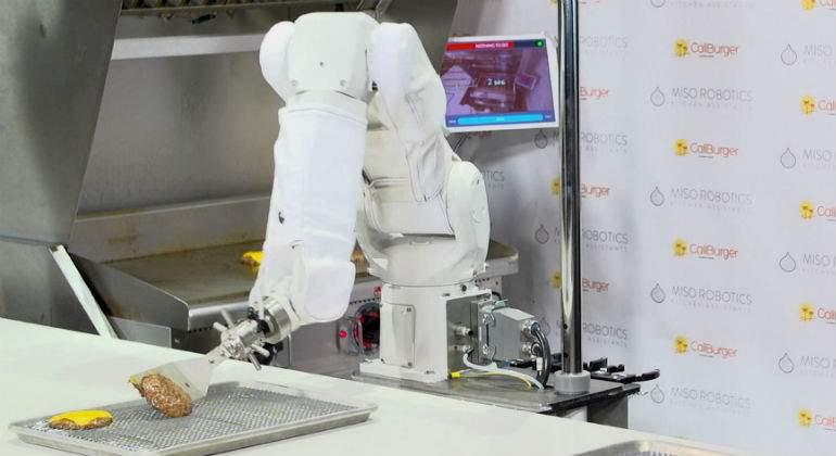 'Despiden' a robot en su primer día de trabajo, por 'lento'