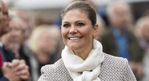 Victoria de Suecia recicla un vestido de los 70 de su madre