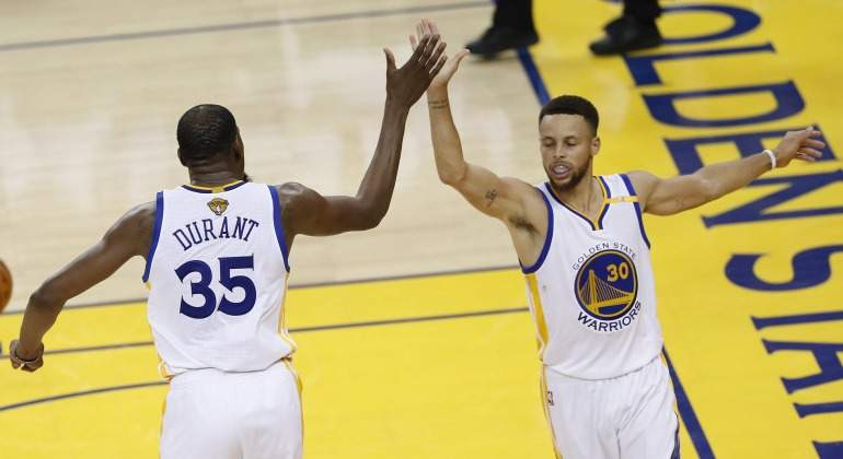 Durant-Curry-2017-celebran-EFE.jpg