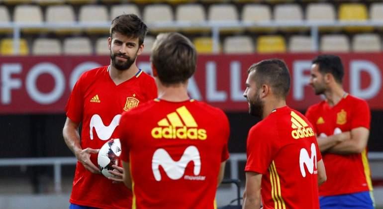 Pique-entreno-Espana-2017-Reuters-miradas.jpg