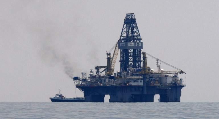 plataforma-flotante-petroleo.jpg