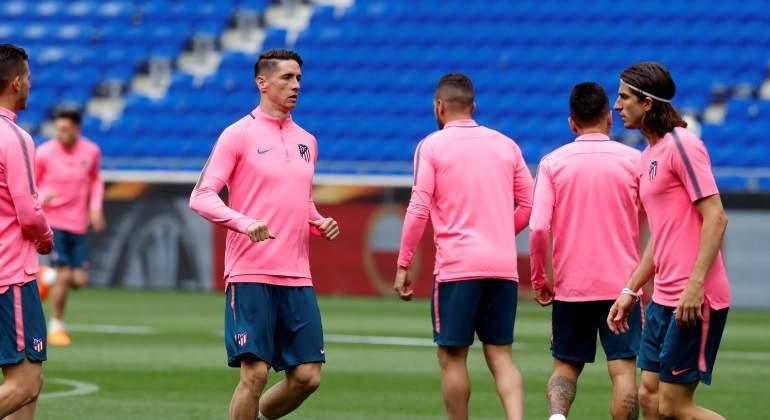 fernando-torres-entrenamiento-previa-final-europa-league-reuters.jpg