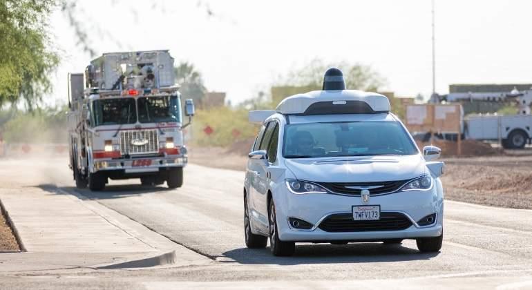 waymo-google-coche-autonomo-bomberos.jpg