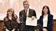 El presidente de Eroski Agustn Markaide recoge el premio NAOS por el programa Ekilibria
