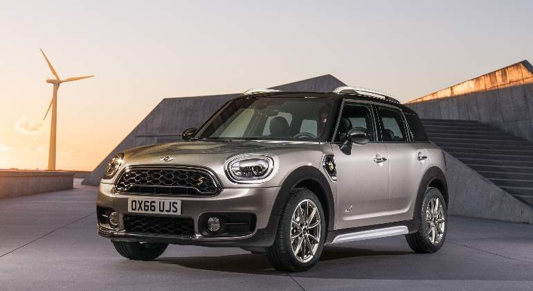 Mini-Cooper-S-Countryman-All4-2016-01.jpg