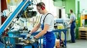 trabajador-industria-alicates-guantes-770-dreamstime.jpg