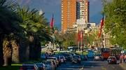 Una calle de Santiago de Chile con trfico