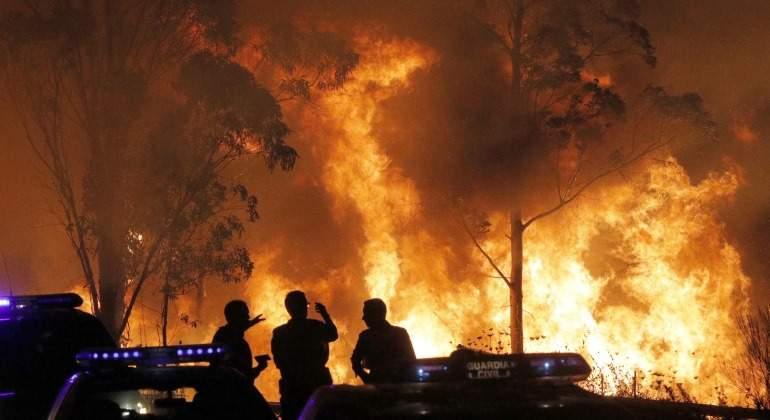 Incendio-Galicia-EFE-2017-noche-2.jpg