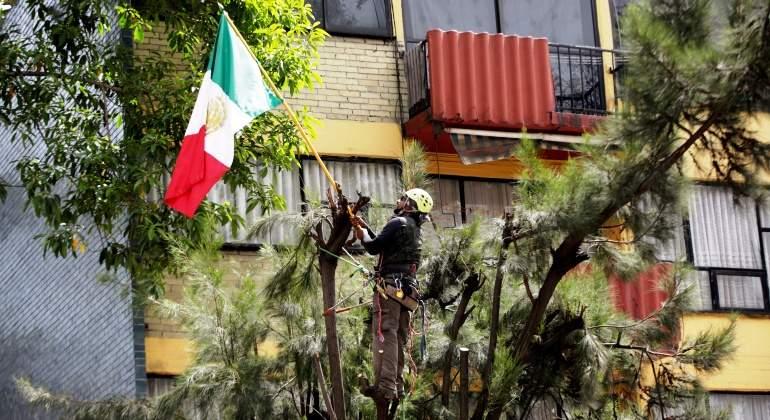 terremoto-sismo-mexico-rescate-reconstruccion-bandera-reuters.jpg