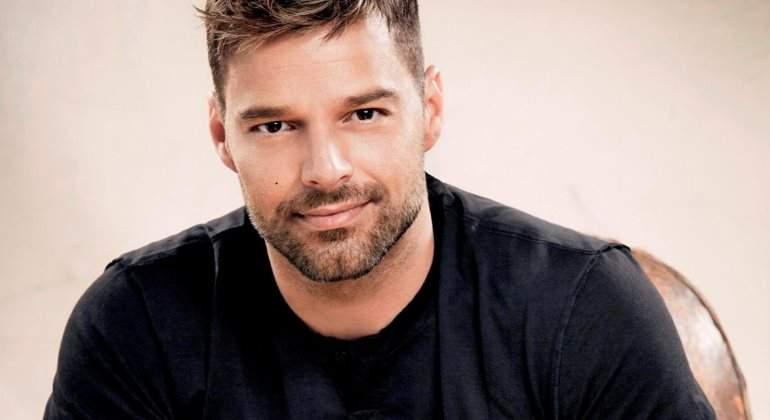 Reportera no puede ocultar emoción en entrevista con Ricky Martin
