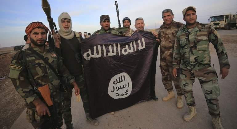 milicianos-bandera-estado-islamico-reuters.jpg