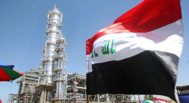 irak-bandera-refineria.jpg