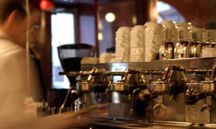 camarero-cafe-estress-alamy.jpg