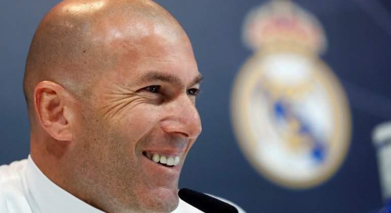 Zidane-RP-escudo-RM-2018-efe.jpg