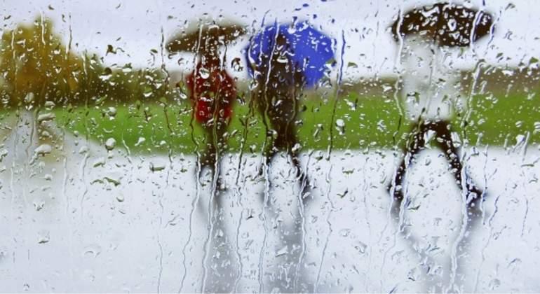 lluvias-paraguas-efe.jpg