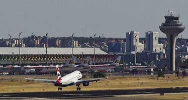 Los aviones de Barajas seguirán sobrevolando la urbanización Santo Domingo: el TS anula el auto del TSJM
