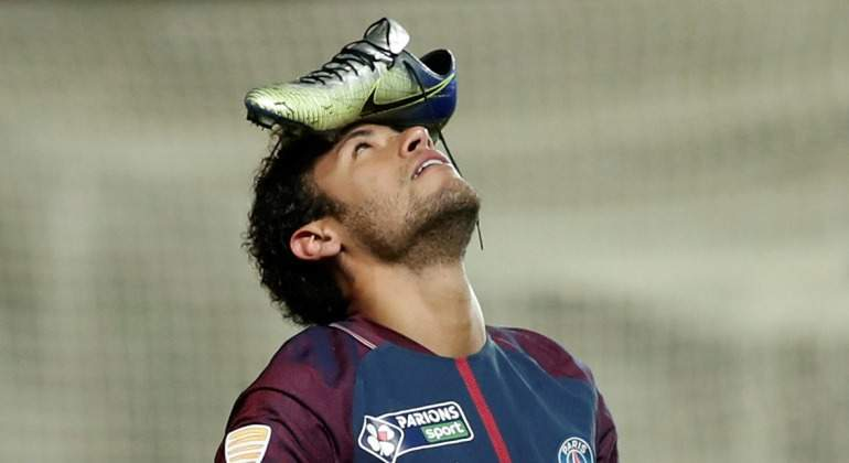 Neymar-celebracion-bota-nike-cabeza-psg-2018-Reuters.jpg
