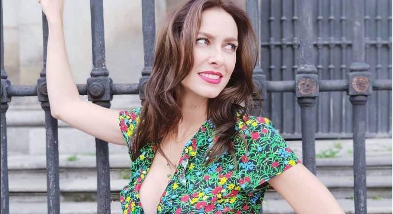 Kira Miró Presume De Escote Y Coquetea Posando En Lencería