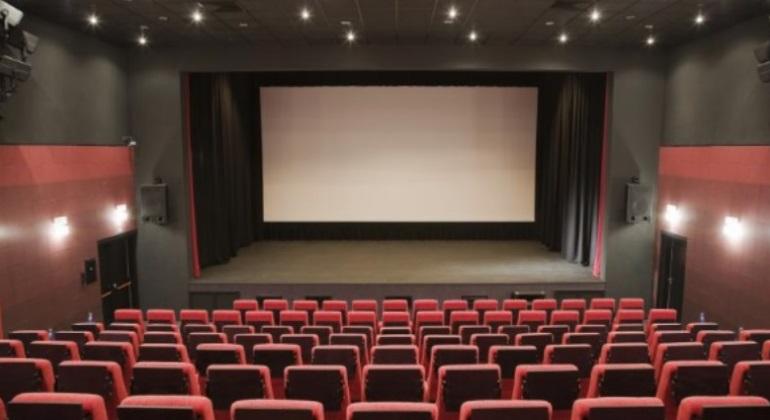 P nico en unos cines de fuenlabrada cuatro encapuchados for Sala 2 conjunto de artes escenicas