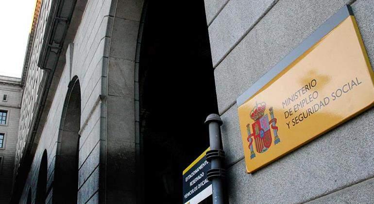 empleo-seguridad-social-puerta-ministerio-770.jpg