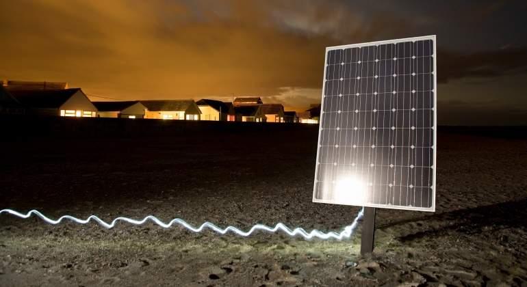 paneles-solares-noche-energia-renovable-getty.jpg