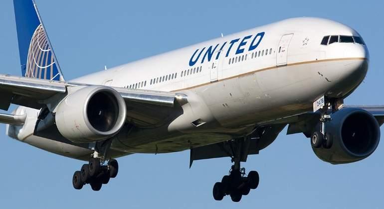 United Airlines pagará fuerte suma a pasajeros que 'abandonen' aviones llenos